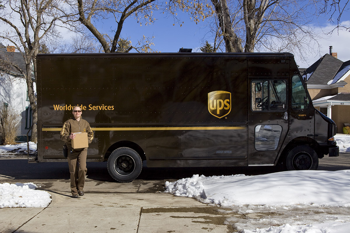 LifeCare Alliance receives $5,000 grant from the UPS Foundation